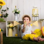 mini sesión de verano con bebe y puesto de limonada